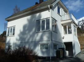 Petra House, Isfjorden