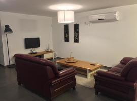 Hasharon - Avi's Apartment, Zoran