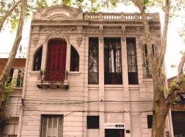 Contraluz Arthostel, Montevideo