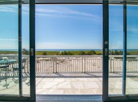 Breathtaking 2 Bedroom Westhampton Beach House with amazing views, Westhampton Beach