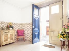 Blue door 105 Belmonte St. Central, Porto
