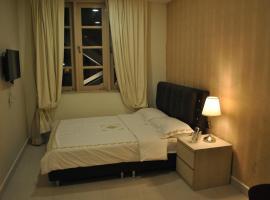 Jayleen Clarke Quay Hotel, Singapore