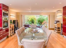 Luxury 5 Bed House - Views & Pool, Londra