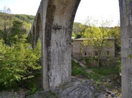 Maison Sous Le Pont, Meyras