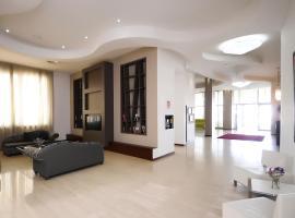 Rolling Hotel, Casoria