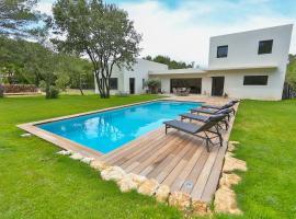 Architect-designed villa surrounded by nature, Aix-en-Provence