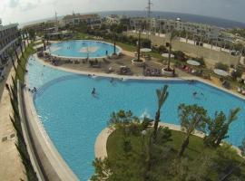 Las Salinas Resort / Motel, Anfah