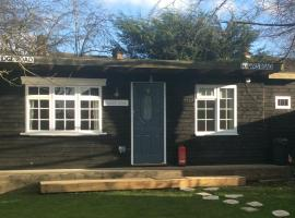 Cosy Lodge, Chessington