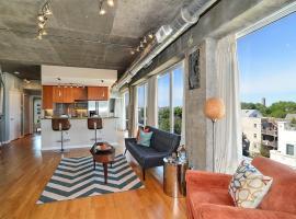 Two Bedroom Loft N Greenview Avenue