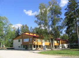 Waide Motel, Elva