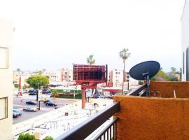 Hollywood Vista Views: Perfect Location