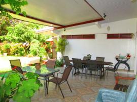 Inaiti Lodge, Pirae