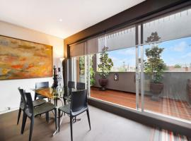 Melbourne Fully Self Contained Modern 1 Bed Apartment (6MADK), Melbourne