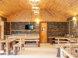 Suro Treehouse Resort, Shogi