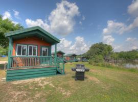 Lake Conroe Queen Studio Cabin 8, Willis