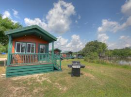 Lake Conroe Queen Studio Cabin 6, Willis