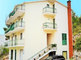 Apartments Johnny, Drvenik