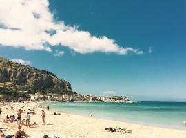 La sirena sul mare di Mondello, Mondello