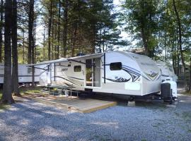 Lake George Escape 40 ft. Premium Travel Trailer 45, 워렌스버그
