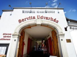 Servita Udvarház Apartman, Egeris