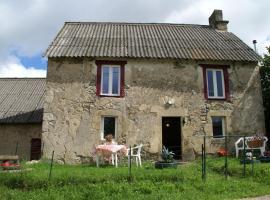 Holiday Home Maison De Vacances - Charensat, Charensat