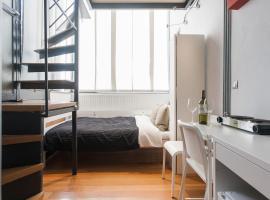 Malliott Psiri Apartment
