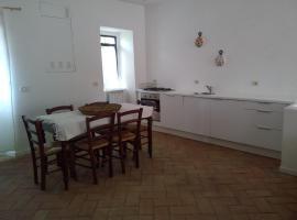Casa Marietta, Labro