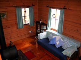Cradle Mountain Love Shack, Lorinna