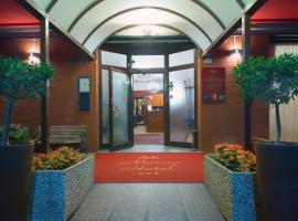 Hotel Marisa, אלבנה