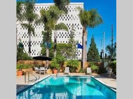 PLAYA 2BED2BTH W/ GREAT AMENITIES: PRIME LOCATION