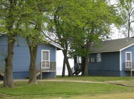 Virginia Landing Camping Resort Cabin 6, Quinby