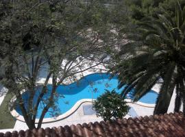 Hotel Roca, Винарос