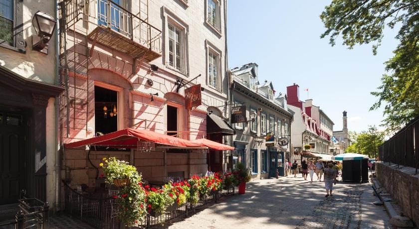Auberge place d 39 armes quebec city canada for Auberge l autre jardin quebec canada