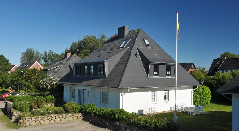 Vermietung von Ferienobjekten, Ferienhäuser, Pensionen, Ferienwohnungen, Appartements, Ferienzimmer und sonstige Unterkünfte auf Sylt, an der Nordsee und Ostsee, auf den Inseln, in Deutschland, Europa und Weltweit