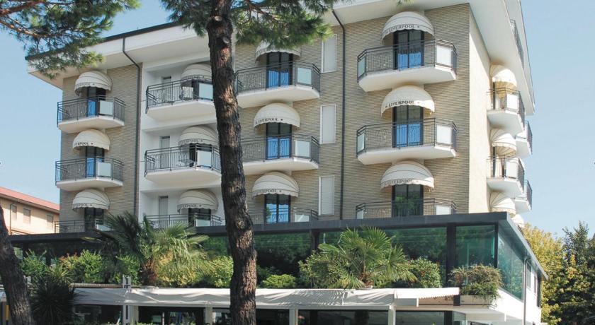 Hotel liverpool pinarella 3 stelle for Bagno 3 stelle pinarella
