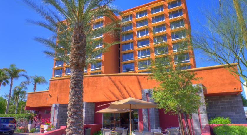 Hotel ramada phoenix az for Hotels 85016