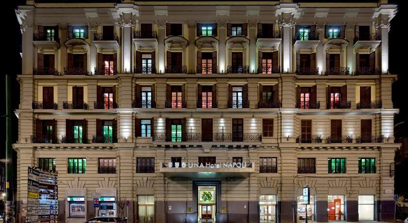 Scappa questo fine settimana a UNA Hotel Napoli. Innamorati di Napoli e vivi pienamente...