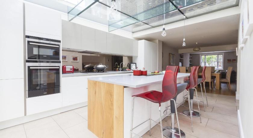 London Escorts Near onefinestay - Primrose Hill apartments