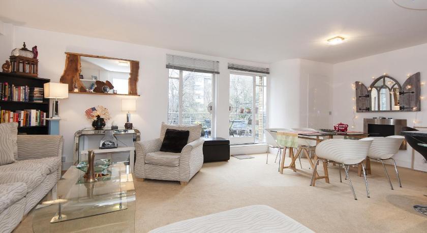 London Escorts Near onefinestay - Islington apartments