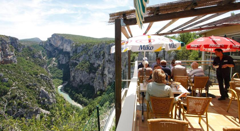 24 restaurantes com vistas espetaculares ao redor do mundo for Cafe du jardin eze