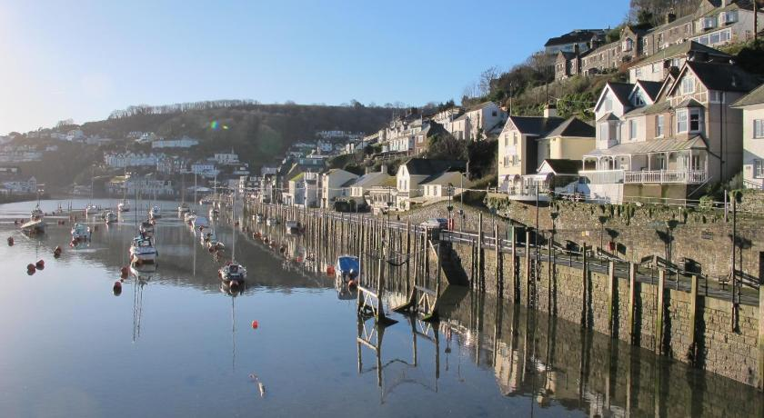 Looe Hotels Online Booking For Accommodation In Cornwall England