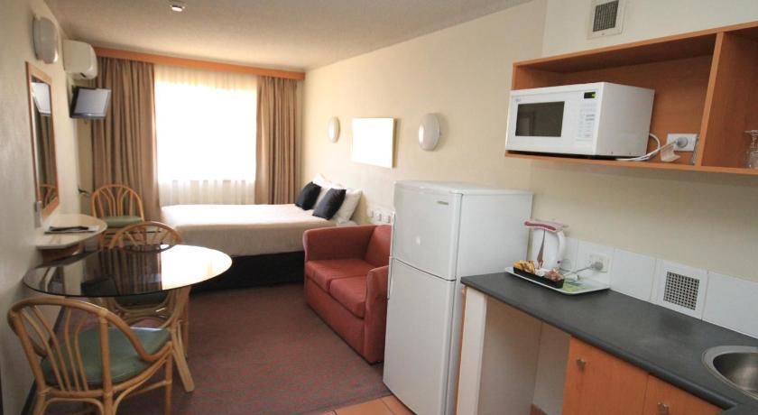 Hotel Belconnen Way