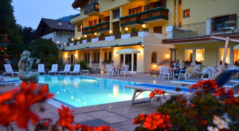 Hotel alle dolomiti molveno italia for B b soggiorno madrid