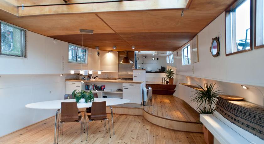 Houseboat apartments - Canal Belt East area (Amsterdam)