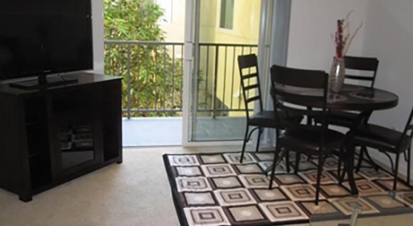 Two-Bedroom Apartment Near Promenade (Los Angeles)