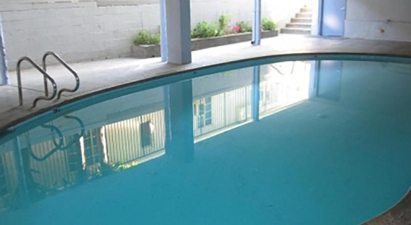 Two Blocks from the Promenade- Two-Bedroom Apar... (Los Angeles)