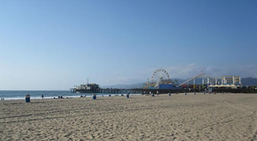 Studio on Santa Monica Beach (Los Angeles)