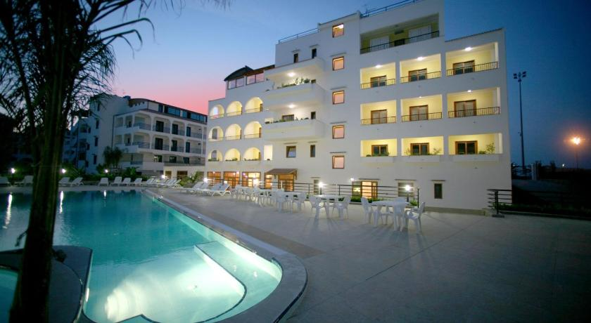 Forte hotel vieste italy for Reservation hotel italie