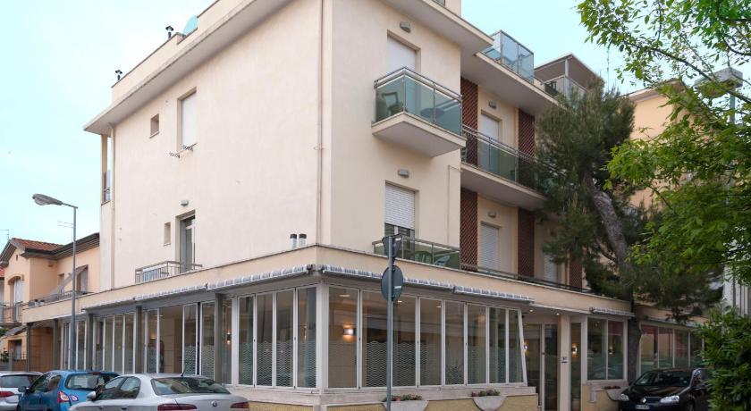 Hotel Ave (Rimini)