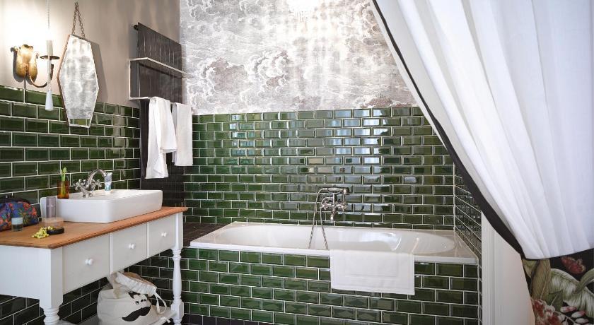 Salle de bains de l'appartement Gorki à Berlin. Juste splendide.